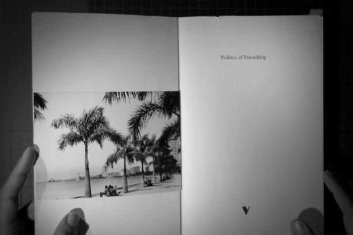 """Paz e guerra: uma define-se pela promessa da outra. Na fotografia, baía da cidade de Luanda, Angola, anos 60. Angola foi colónia de Portugal até Novembro de 1975, """"a mais rica das colónias em África"""". Foi, também, onde começou a guerra, em 1961."""