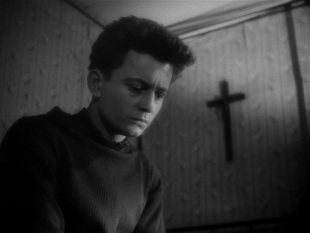 "FIGURA 129 - Still do filme ""Journal d'un curé de campagne"", de Robert Bresson (1951)"