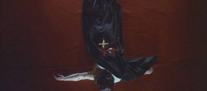 "FIGURA 189 - Still do filme ""School of the Holy Beast"", de Norifumi Suzuki (1974)"