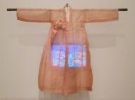 """FIGURA 212 - Instalação """"Ommah"""", de Nam June-Paik (2005)"""