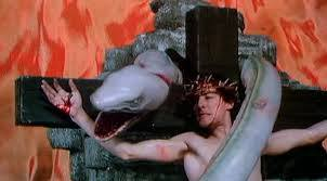 "FIGURA 22 - Still do filme ""Lair of the White Worm"", de Ken Russell (1988)"