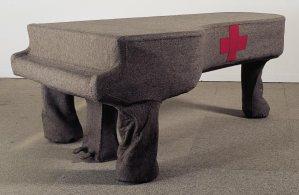 """FIGURA 89 - """"Infiltração homogénea para piano de cauda"""", instalação de Joseph Beuys (1966)"""
